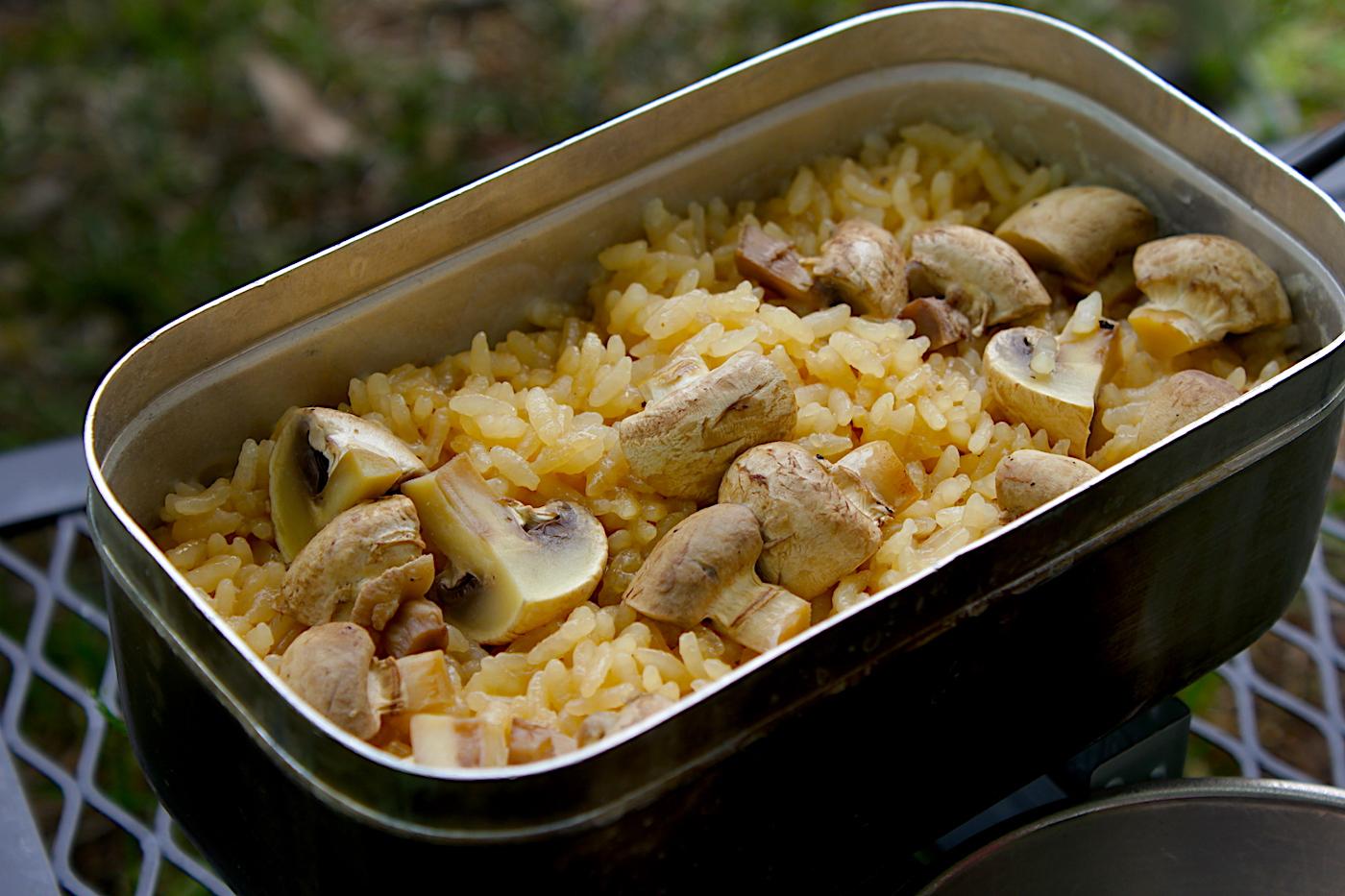 【メスティン自動炊飯レシピ】マッシュルームとオイスターソースの炊き込みご飯