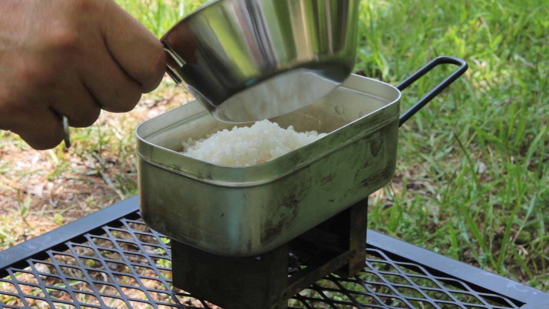 埜營堂 メスティン自動炊飯レシピ チーズチキンライス